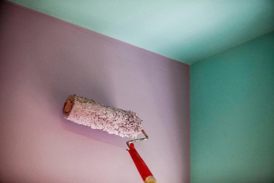 passo-a-passo-pintura-em-tres-cores-teto-e-parede-1348782209293_948x632