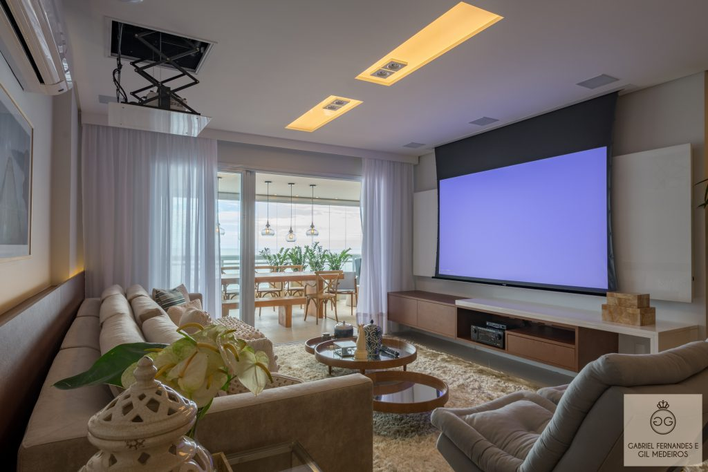Projetor, TV ou ambos no seu projeto de Home Theater